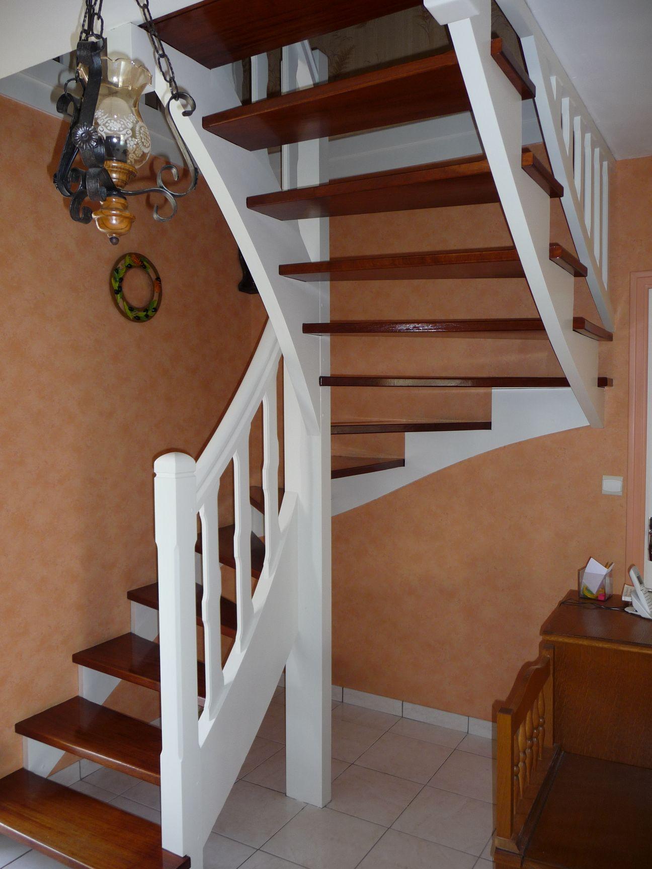 Photo Escalier Bois Peint Gris décoration peintures escaliers exemples photos